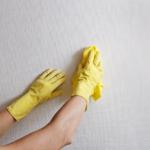 كيفية إزالة ورق الجدران بعشر خطوات